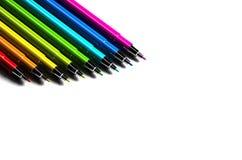 Crayons lecteurs multicolores sur le fond blanc Photo stock