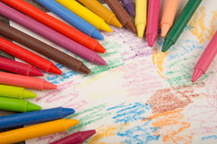 Crayons and paper on the desk Royalty Free Stock Photos