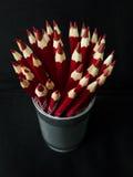 Crayons rouges sur le fond noir Photographie stock libre de droits
