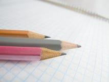 Crayons sur le copy-book Photographie stock