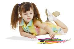 crayons tecknar flickan little arkivbilder