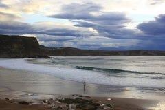 Crazys strand i Suances, Santander Cantabria Royaltyfri Foto