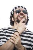 Cárcel, desesperada, retrato de un preso del hombre en atuendo de la prisión, encima Fotos de archivo libres de regalías