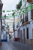 CÓRDOBA, ESPAÑA, 2015: El pasillo en el centro de la ciudad vieja por la mañana Imagenes de archivo