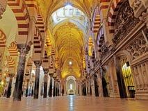 CÓRDOVA, ESPANHA - 2 DE MARÇO DE 2015: A grande catedral da mesquita ou do Mezquita Imagem de Stock