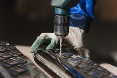Creación del flujo de trabajo del destornillador del taladro de las piezas de metal Foto de archivo libre de regalías