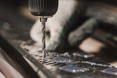 Creación del flujo de trabajo del destornillador del taladro de las piezas de metal Imágenes de archivo libres de regalías