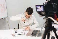 Creación preceptoral video que filma concepto entre bastidores foto de archivo libre de regalías