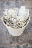 Cream ведро олова вполне рукописных белых ярлыков завода Стоковое фото RF