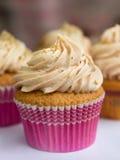 Cream и розовое пирожное стоковая фотография