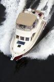 cream красный быстроходный катер Стоковые Фотографии RF