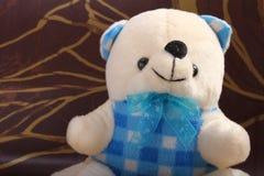 Cream плюшевый медвежонок Стоковое Изображение