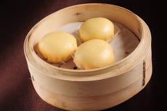 Cream плюшка заварного крема стоковые изображения