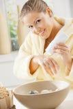cream рука используя женщину Стоковое Изображение