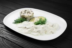 Cream соус гриба и ризотто на белой плите Стоковые Фотографии RF