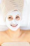 cream сторона имея ее излучающих детенышей белой женщины Стоковая Фотография RF