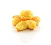 Cream слойки на белой предпосылке Стоковые Фото