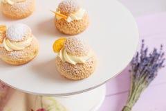 Cream слойки с ванильной сливк Стоковые Изображения RF