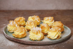 Cream слойки с cream сахаром завалки и замороженности Стоковая Фотография