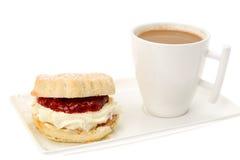 Cream чай, scones с вареньем клубники Стоковое Изображение RF