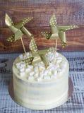 Cream чизкейк с бумажным украшением Стоковая Фотография RF