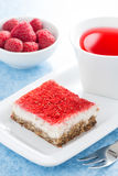Cream cakes with raspberry and fruit tea, vertical Royalty Free Stock Photos