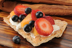 Cream cheese and berries on sesame flatbread Royalty Free Stock Photos