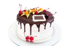Cream and chocolate berries cake Royalty Free Stock Photos