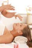 cream masseur подготовляя стоковые изображения