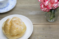 Cream puff on a dish Royalty Free Stock Images