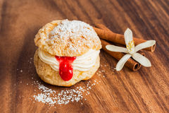 Cream Puff Pastry with crimson curd Stock Photography