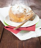 Cream puff on a plate Royalty Free Stock Photos
