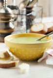 Cream soup with potato and green peas Royalty Free Stock Photos