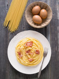 Creamy traditional italian spaghetti carbonara pasta Stock Photography