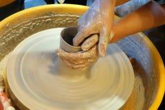 Crear el pote de cerámica Foto de archivo libre de regalías