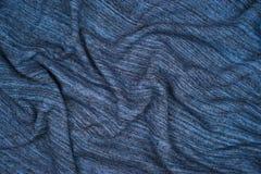 Creased hizo punto el fragmento rayado azul del material del paño Fotografía de archivo