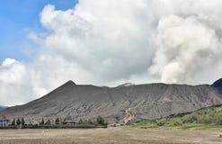 Creater av den Bromo vulkan på den Tengger Semeru nationalparken Arkivfoto
