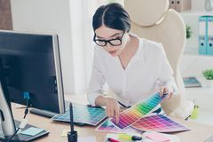 Creatief beroep, die besluit nemen Sluit omhoog van wijfje archite stock foto's