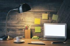 Creatief bureau met witte laptop Royalty-vrije Stock Afbeelding