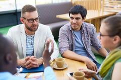 Creatief Commercieel Team bij Koffiepauze stock afbeelding