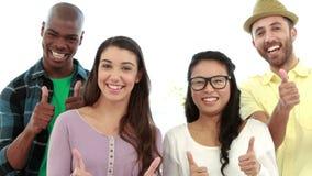 Creatief commercieel team die bij camera glimlachen stock videobeelden