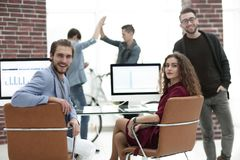 Creatief commercieel team in een werkplaats in het bureau Stock Foto's