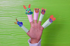 Creatief idee van kinderen die document mooi spelen en het leuke gezicht van verfdieren Stock Afbeeldingen