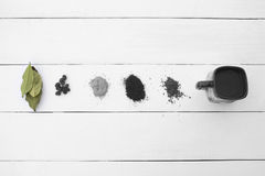 Creatief Oog Verschillende types van koffie op een wit royalty-vrije stock fotografie