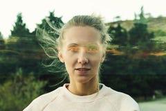 Creatief portret van jonge vrouw stock afbeelding