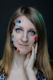 Creatief portret van meisje met knopen Stock Afbeeldingen