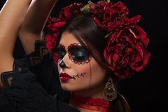 Creatief portret van Sugar Skull op donkere achtergrond met copyspa stock fotografie
