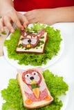 Creatief voedsel - de decoratie van schepselsandwiches royalty-vrije stock afbeeldingen