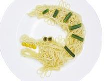 Creatieve de krokodilvorm van het deegwarenvoedsel stock afbeeldingen