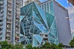 Creatieve gevormde gebouwen in Shenzhen met groene bomen en blauwe hemelachtergrond royalty-vrije stock afbeelding